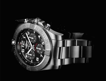 Breitling Introduces a New Analog Movement in its Chronospace Evo B60