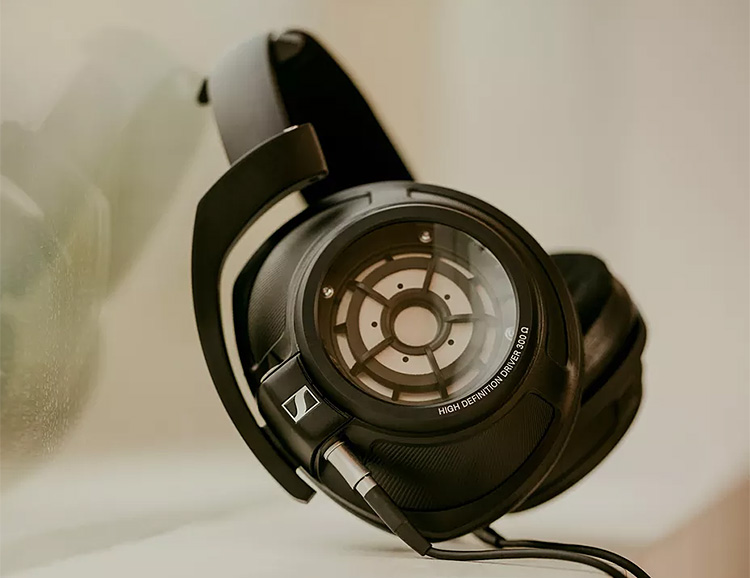 Sennheiser Unveils High-End HD 820 Headphones at werd.com