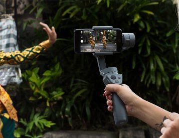 This Gimbal Turns Your Phone Into a Cinematic Camera